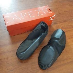 Capezio Women's Economy Jazz Slip On, Black, 13M